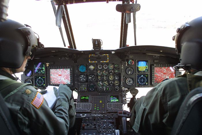 """美国陆军CH-47""""支努干""""运输直升机"""